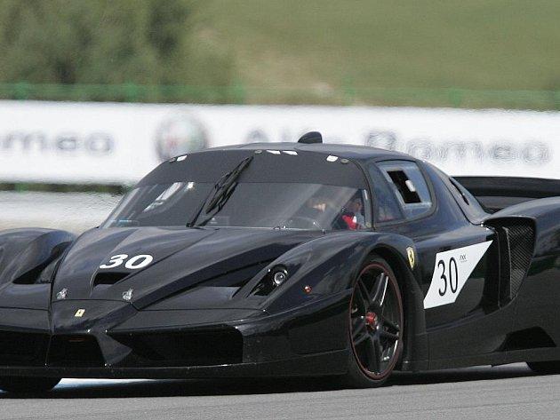 Ferrari days: Demonstrační jízda formule i veteránů.