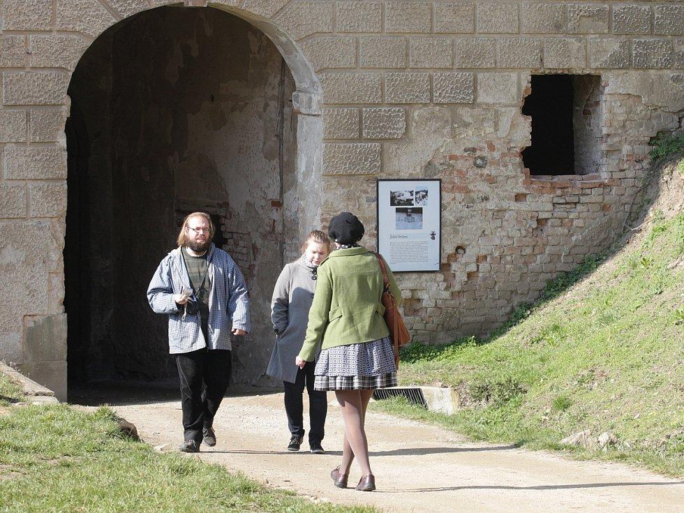 Hrad Veveří nad nad Brněnskou přehradou nenabídl na začátek sezóny speciální atrakce. Přesto jeho branou prošly stovky lidí.