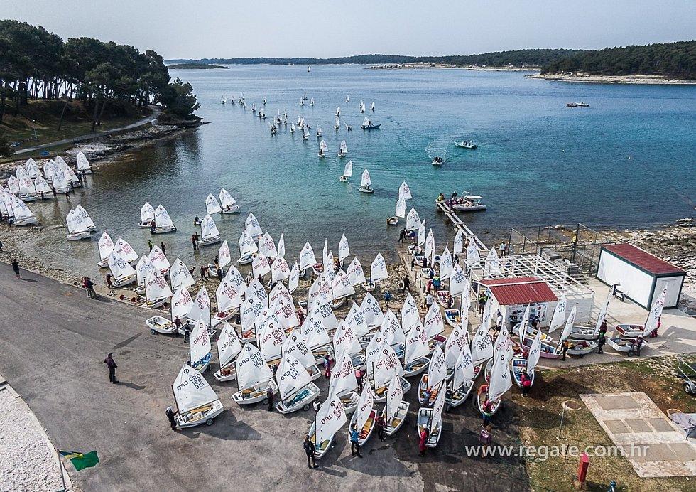 V chorvatském Medulinu se od 1. do 4. dubna jelo mezinárodní mistrovství Chorvatska ve třídě Optimist – Clivo Sailing Cup.