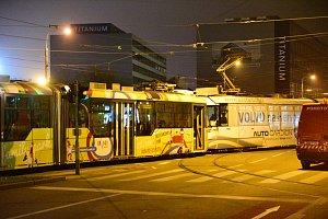 Srážka dvou tramvají na Nových sadech: zranili se tři lidé