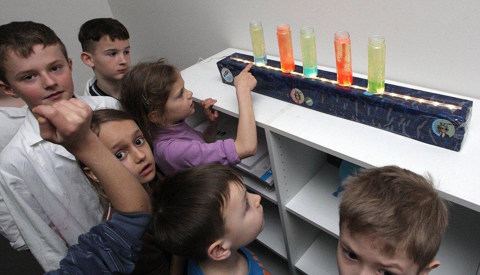 Redaktorka Brněnského deníku Rovnost si vyzkoušela rutinu vidátorů, průvodců Vida science centrem.