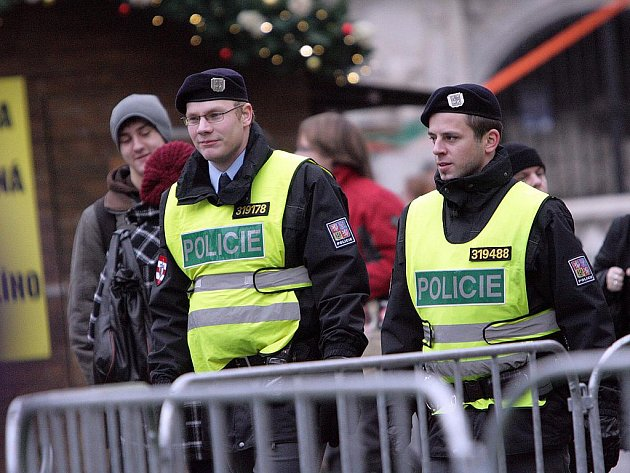 Kapesních krádeží letos v předvánočním Brně ubylo. Přispěli k tomu také policisté, kteří hlídkovali na trzích.