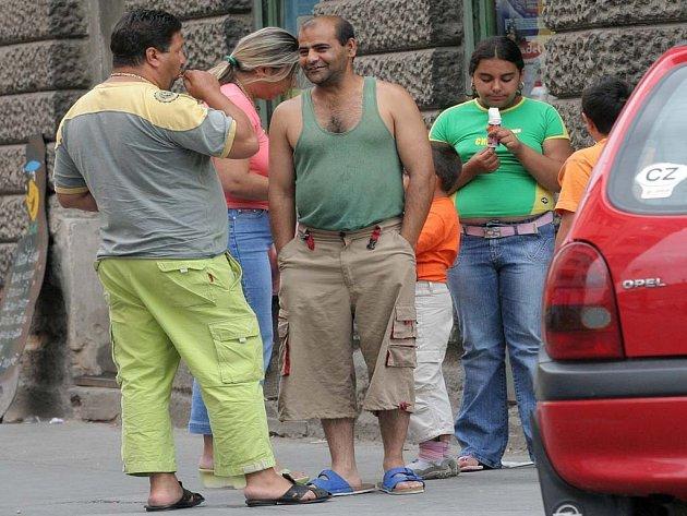 Romové na ulici.