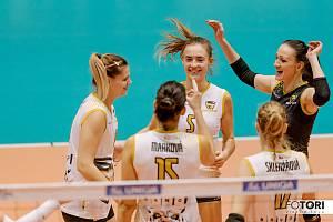 Volejbalistky Šelem Brno se radují z vítězného míče.