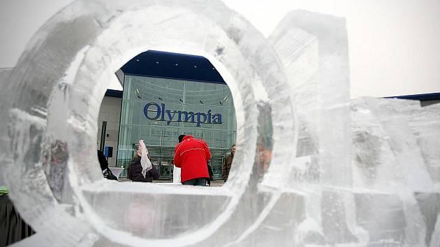 Ledové sochy u brněnské Olympie.