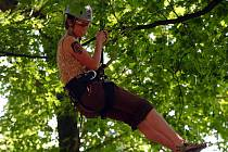 Arboristé soutěžili o titul Mistra republiky ve stromolezení.