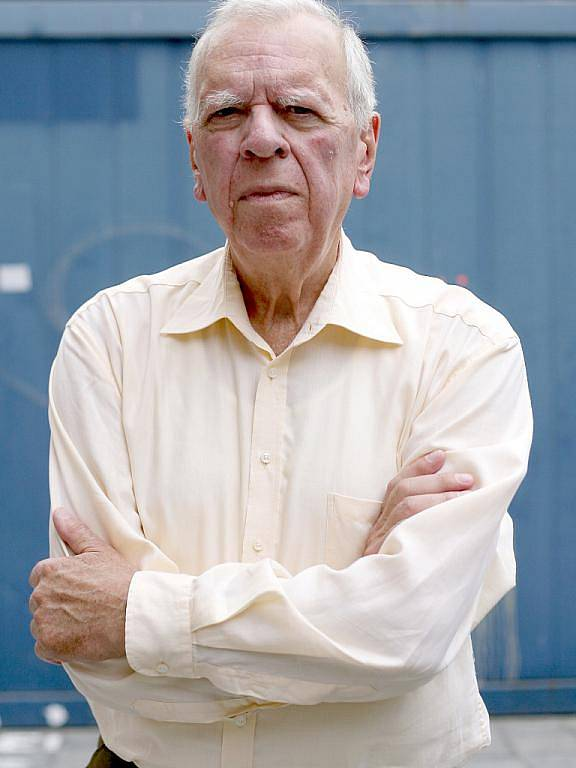 Spisovatel a dramatik Milan Uhde byl za vlády komunistů předním představitelem disentu a po sametové revoluci se stal ministrem kultury.