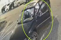 Brněnští policisté hledají svědka neúspěšné krádeže hydraulického bouracího kladiva, které chtěl dosud neznámý zloděj ukrást začátkem dubna od malého bagru.