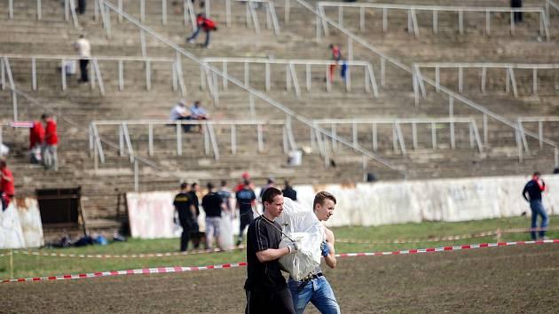 Poslední veřejná brigáda na fotbalovém stadionu za Lužánkami. Odměnou pro její účastníky byl Švancarův guláš a příjezd fotbalistů Zbrojovky.