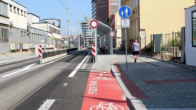 Nově opravenou Plotní a Svatopetrskou ulicí jezdí tramvaje od začátku července.