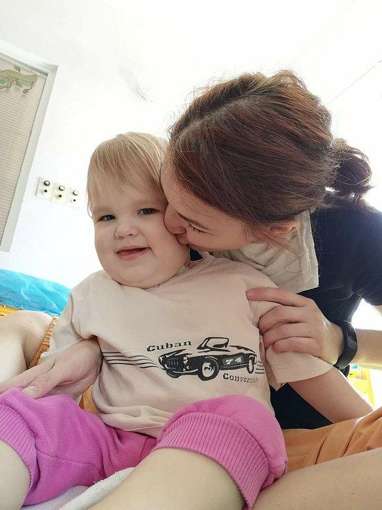 Dvouletá Beáta Laposová se vzácnou poruchou.
