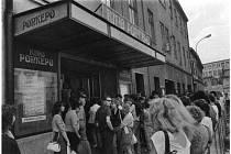 MÍR STŘÍDAL PONREPO. Kino v brněnské Hybešově ulici za dobu své existence měnilo často názvy. Dvakrát se na budově objevil název Illusion, Mír i Ponrepo. Naposledy si tam Brňané zašli na film v roce 1991.
