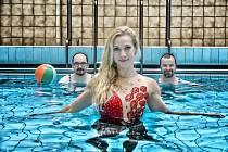 Poslední pólo: opera v bazénu s akvabelami