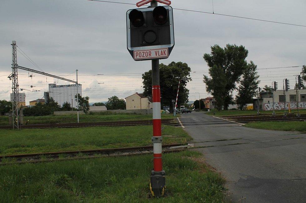 Železniční přejezd v rohatecké Kolonii.