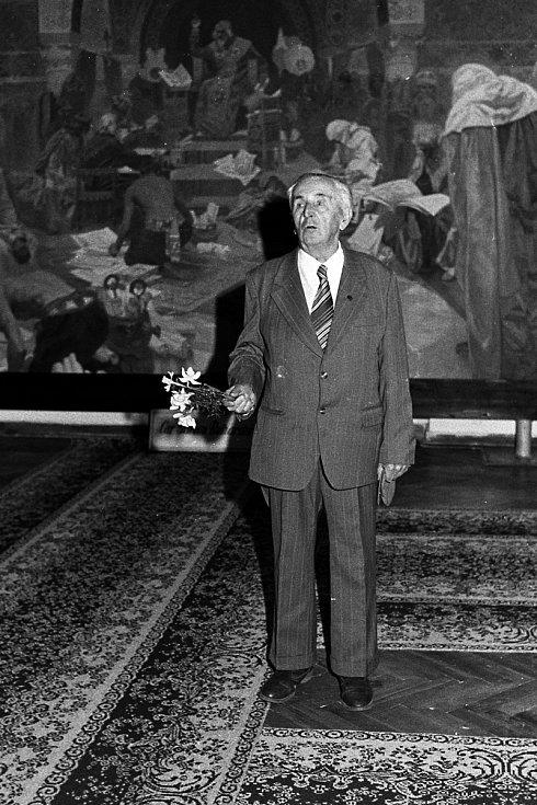 Rok 1989, rekonstrukce a pompézní znovuotevření výstavy. Na snímku Josef Staroštík.
