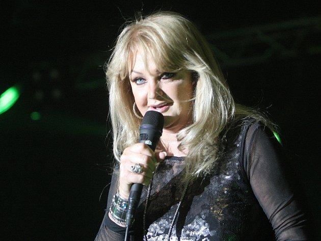 Koncert Bonnie Tyler v brněnském Bobycentru.