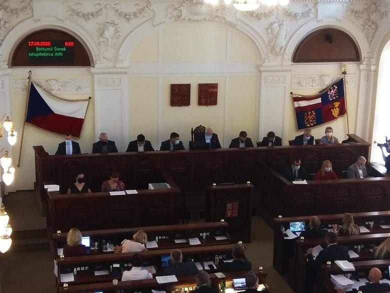 Jihomoravští zastupitelé ve čtvrtek dopoledne v aktualizaci zásad územního rozvoje schválili silniční variantu bez jihozápadní tangenty.