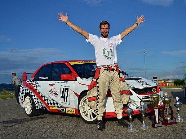 Brněnský automobilový závodník Tomáš Mičánek vyhrál prestižní rakouskou sérii v jízdě smykem Drift Challenge.