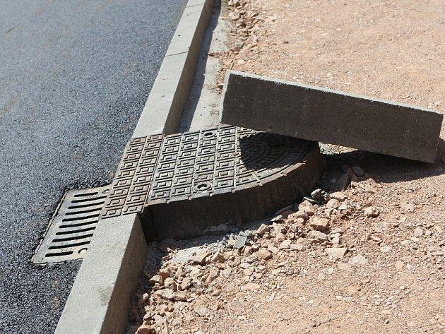 Opravy kanalizace v Bosonohách mají zpoždění.