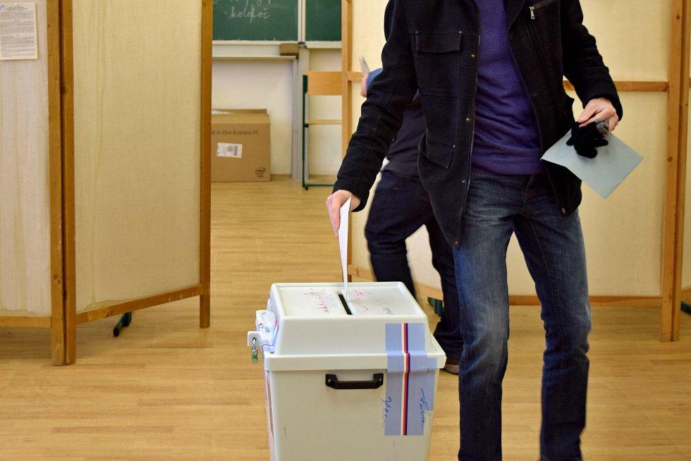 Volební místnost na základní škole Vejrostova v Bystrci.