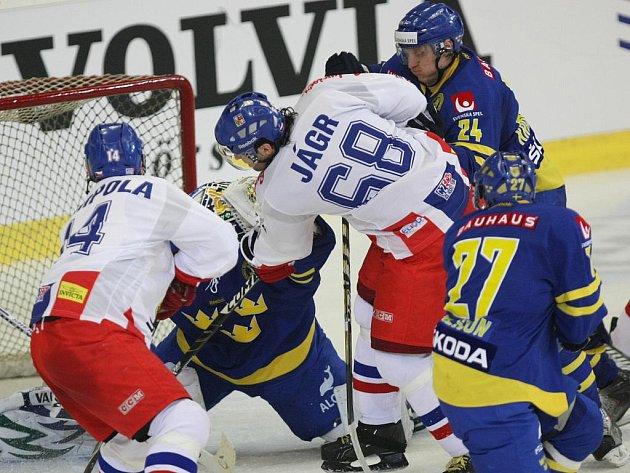 Jágr s Vampolou v turnaji proti Švédsku.