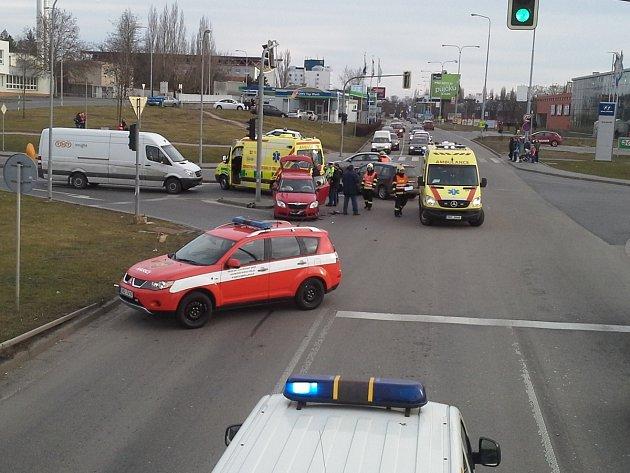Čtyři zraněné si vyžádala sobotní dopravní nehoda v brněnském Králově Poli.