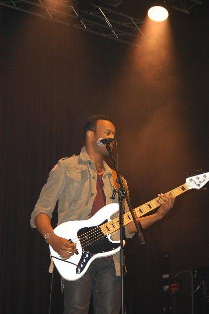 Baskytarista Rico Bowen.
