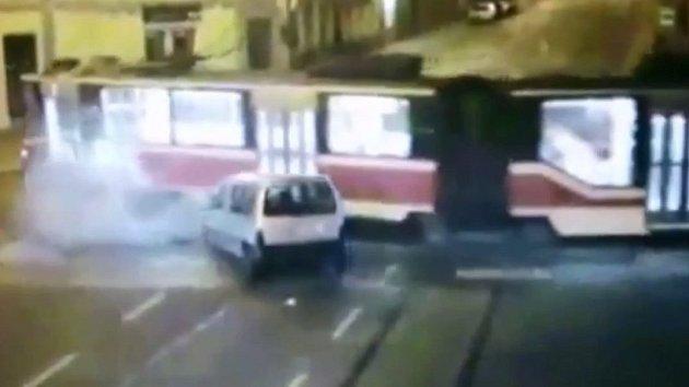 Srážka auta s tramvají
