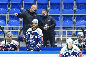 Sportovní ředitel Komety Jan Zachrla (na snímku v bundě vpravo) se podílí na stavbě kádru druhého týmu Komety.