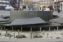 Kašna na náměstí Svobody při údržbě. Ilustrační foto