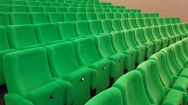 Omezení se dotkla kin, kde se nyní nepromítá. Několik jihomoravských kin se proto zapojilo do projektu Moje kino LIVE.