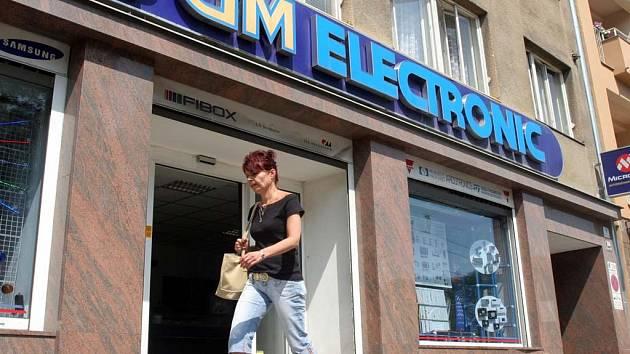 Místo bývalého slavného fotoateliéru na Kolišti je prodejna elektroniky.