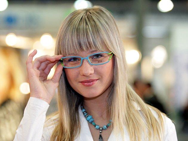 Veletrh Opta nabízí tisíce druhů brýlí.