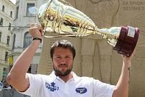 Hokejisté brněnské Komety dokráčeli v roce 2012 k poháru pro extraligového vicemistra.
