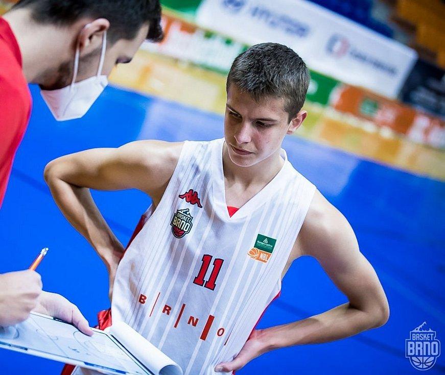Mladý talentovaný basketbalista Richard Bálint, jenž v Brně hostuje z Prostějova.