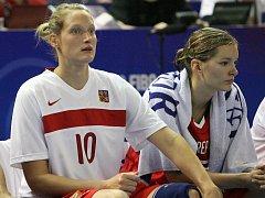 Ferančíková s Vítečkovou na Fanouši na Mistrovství světa Česko vs. Japonsko.