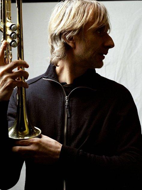 Švýcar Erik Truffaz se při hře nechává unášet mnoha hudebními směry.