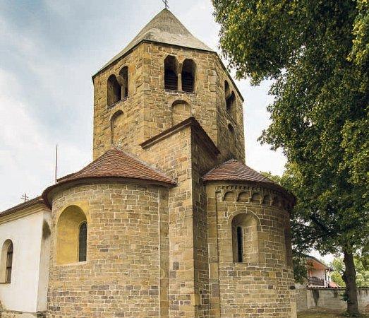 Katedrála sv. Petra a Pavla vŘeznovicích.  Podobná stavba na území České republiky neexistuje.