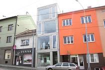 Administrativní projekt Minská 85 slouží jako řadový dům a zázemí pro kanceláře.