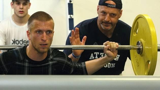 Redaktor Brněnského deníku Rovnost Michal Čejka si vyzkoušel trénink s hráči extraligové Komety. Dohlížel na něj i kanadský kouč Normand Lacombe.