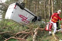 Nehoda dodávky značky Nissan.