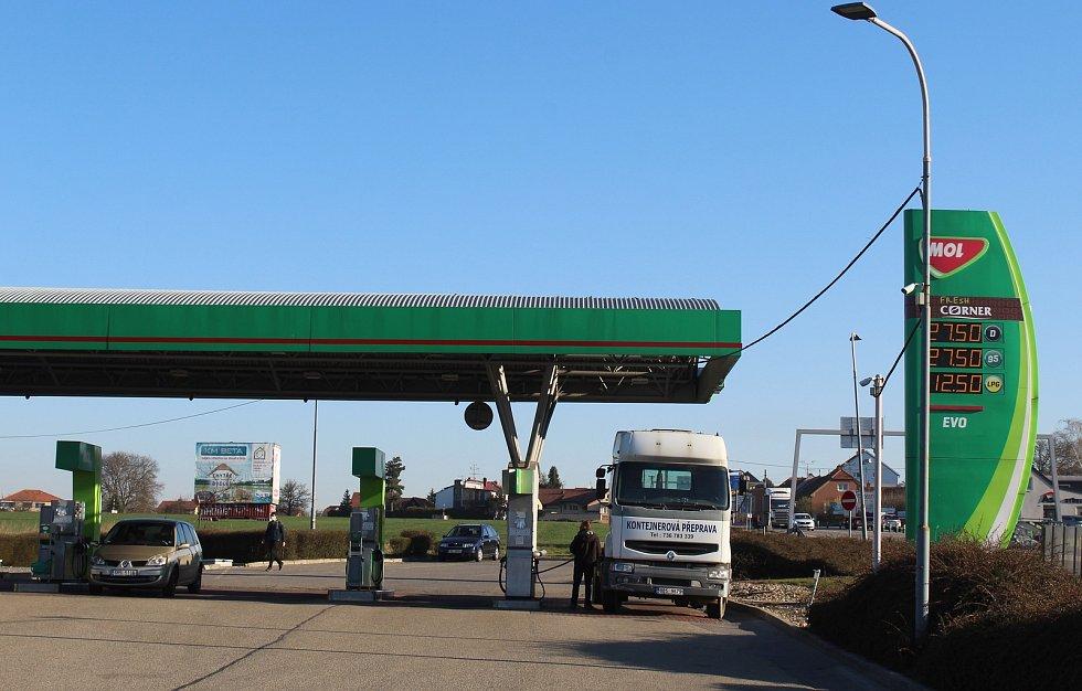 Provozní doba benzínky MOL v Lipůvce na Brněnsku zůstává nezměněná.