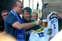 Součástí dne otevřených dveří pivovaru Starobrno byl i křest nového dresu hokejové Komety i autogramiáda hráčů.