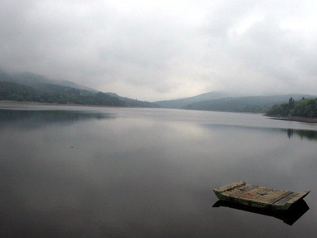 Hradidla mají zabránit zanešení spodní výpusti brněnské přehrady.
