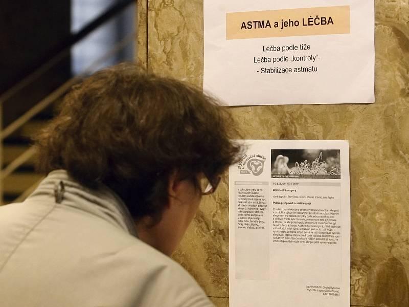 Sípání desítek lidí se ve středu odpoledne ozývalo z budovy Českého rozhlasu.