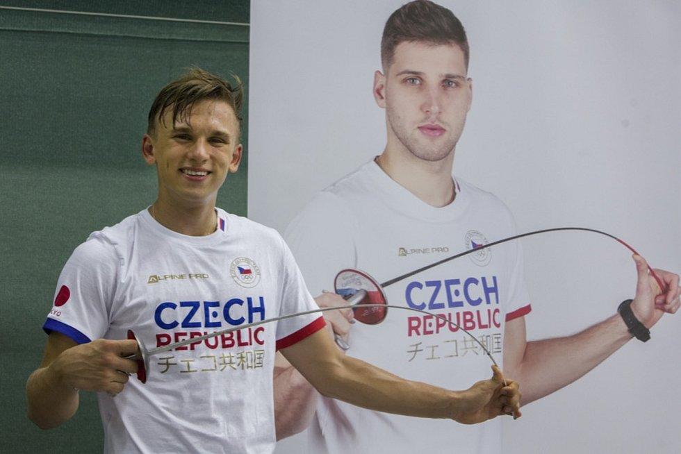 Šermíř Marek Totušek (vpravo) je nejen parťák, ale i kamarád Alexandera Choupenitche.