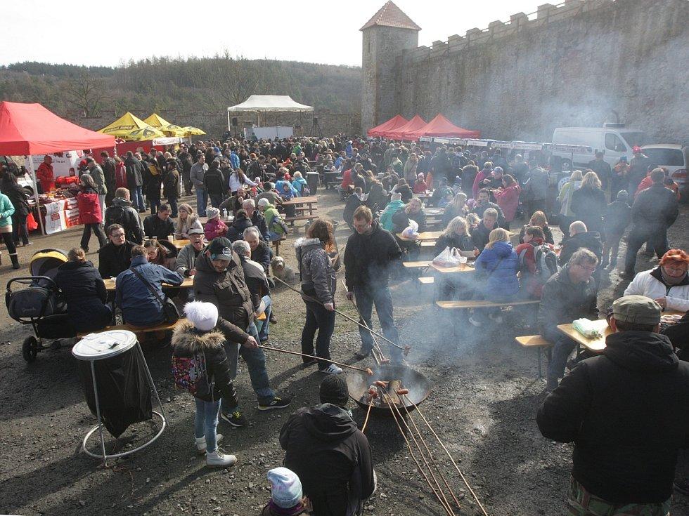 Středověký hrad Veveří nad Brněnskou přehradou v sobotu ožil při Slavnostech moravského uzeného.