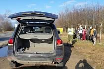 Policisté zastavili auto určené pro pět cestujících, v němž se vezlo osm lidí.