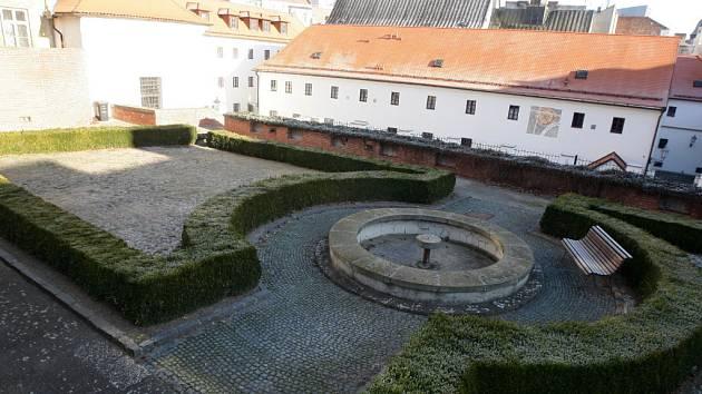 Tiché a uzavřené zahrady kapucínského kláštera, kde po staletí přemítali mniši, možná otevřou brány Brňanům. Nejdříve ale za dva roky.