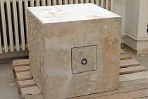 V kameni je zřejmě takzvaná listina s Masarykovým vlastnoručním podpisem.